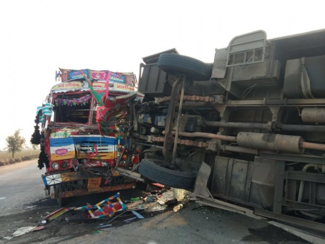 angled remains of the bus and the truck involved in the accident near Koliwad cross, Annigeri, Dharwad district, on Saturday morning. DH Photo