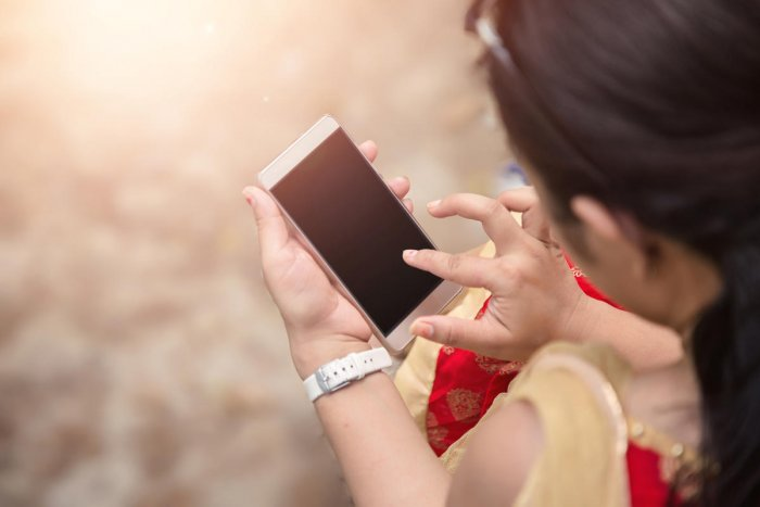 The researchers wanted to explore whether smartphones could function asa reinforcingbehaviour, the same way that food, drugs and alcohol are reinforcers.