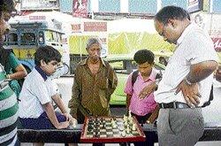 64 squares charm aficionados on Kolkata streets