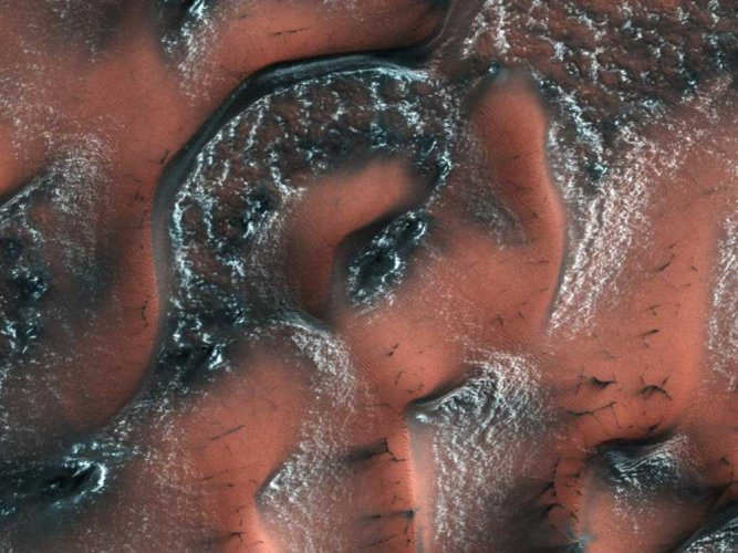 From studying rock formations from satellite images, scientists know that hundreds of craters across the surface of Mars were once filled with water. (Image: NASA)
