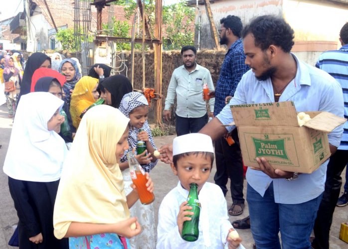 Shiva Shakthi Friends at Kandak in Mangaluru distribute sweets and cold drinks to members of the Muslim community on account of Eid Milad.
