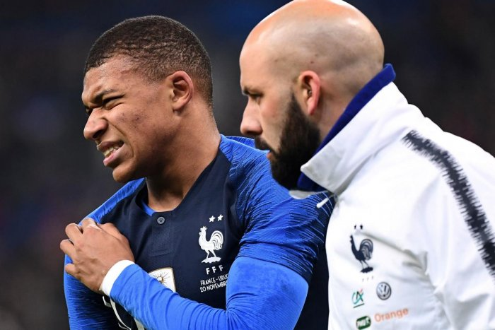 France's midfielder Kylian Mbappe (left) leaves the pitch after getting injured during a friendly against Uruguay on Tuesday. AFP