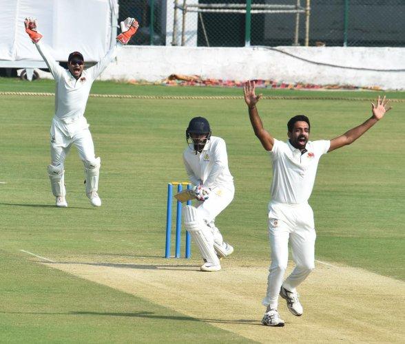 Mumbai's Dhawal Kulkarni appeals for the wicket of Karnataka's Shreyas Gopal on the second day of their Ranji Trophy match on Wednesday. DH photo/ Tajuddin Azad
