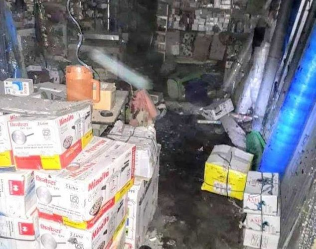According to police, the customer died on the spot while the shopkeeper, a Hindi speaking person, died on his way to the hospital. DH photo