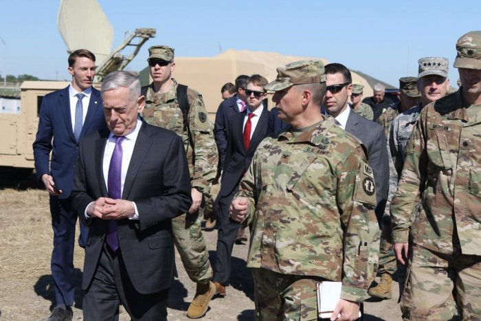 Defense Secretary Jim Mattis with US Army members. (AFP File Photo)