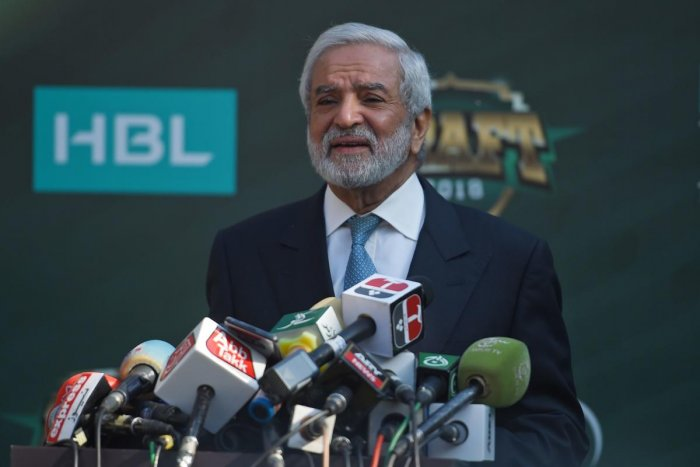 Chairman of the Pakistan Cricket Board Ehsan Mani talks with media representatives before the start of the Pakistan Super League (PSL) draft in Islamabad on November 20, 2018. (AFP Photo)