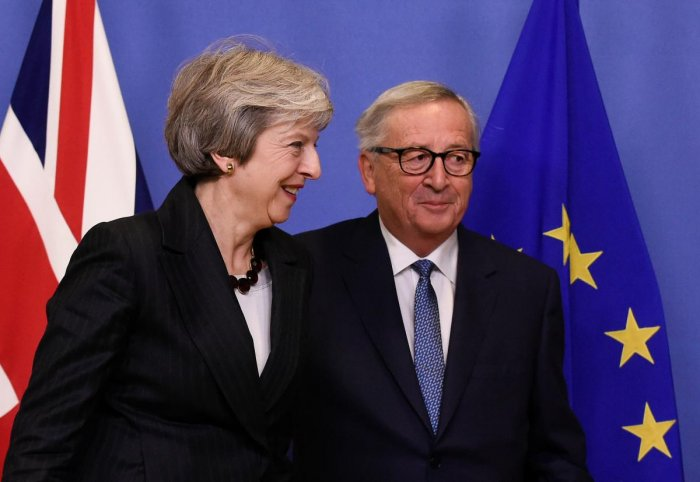 EU Commission President Jean-Claude Juncker and British Prime Minister Theresa May during a meeting at the EU Headquarters in Brussels on November 21, 2018. (AFP Photo)