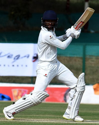 K V Siddharth en route to his unbeaten 71 in the Ranji Trophy game against Mumbai on Friday. DH PHOTO/ Tajuddin Azad
