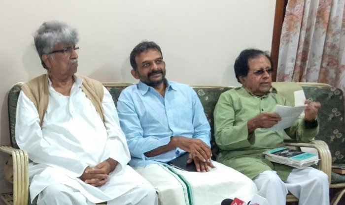 Magsaysay Award winner musician T M Krishna speaks at a media conference in Mysuru on Friday. Saroj maestro Rajeev Taranath and former minister B K Chandrasekhar are seen.