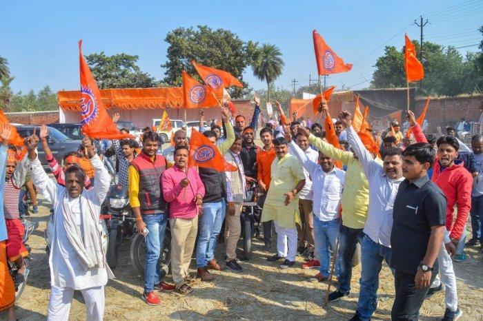 Ayodhya: Vishwa Hindu Parishad activists participate in a procession rally to make a call for their November 25 Vishal Dharm Sabha at Ayodhya, Thursday, Nov. 22, 2018. (PTI Photo) (PTI11_22_2018_000223B)