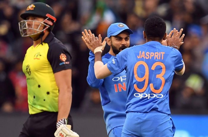 India were in with a very good chance of levelling the series in Melbourne on Friday after reducing Australia to 132 for 7 in 19 overs but rain put paid to their hopes. AFP Photo
