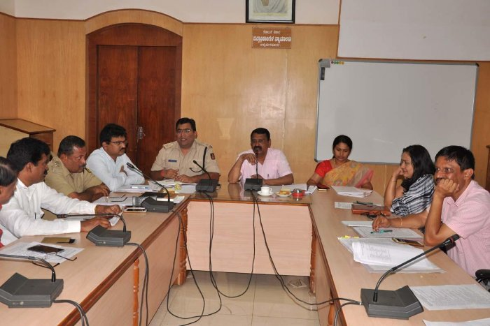 Deputy Commissioner M K Srirangaiah chairs a meeting in Chikkamagaluru on Saturday.