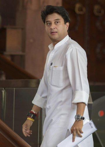 New Delhi: Congress MP Jyotiraditya Scindia arrives to attend the Monsoon Session of Parliament, in New Delhi on Thursday, July 19, 2018. (PTI Photo/Vijay Verma) (PTI7_19_2018_000043B)