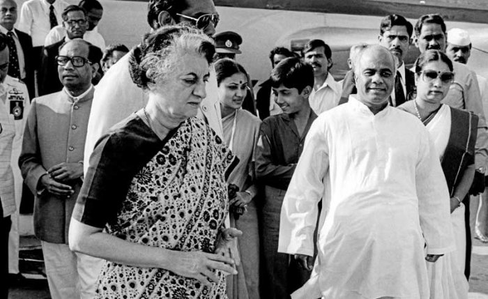 Congress leaders Verendra Patil, R Gundu Rao, C K Jaffer Sharif and others welcomes former prime minister Indira Gandhi at HAL airport in Bengaluru on 31-1-1982 (DH File Photo/T L Ramaswamy)