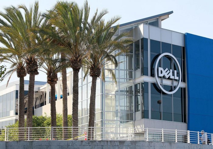 The company announced a stock swap deal with its software subsidiary VMware that will result in a reorganized tech giant that returns to the stock market, with founder Michael Dell retaining control as chairman and chief executive.