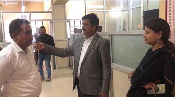 Deputy Commissioner of Bengaluru Urban district B M Vijay Shankar (centre) talks to officials during a surprise inspection of 'Nada Kacheris' in Rajajinagar, Hebbal and other areas.