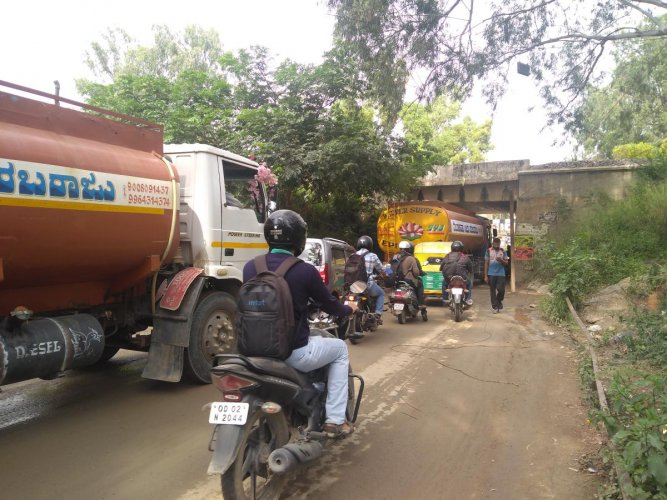 Residents of Panathur have been urging civic authorities to expand the railway underbridge on Panathur road, which is too narrow and a prime reason for traffic jam.