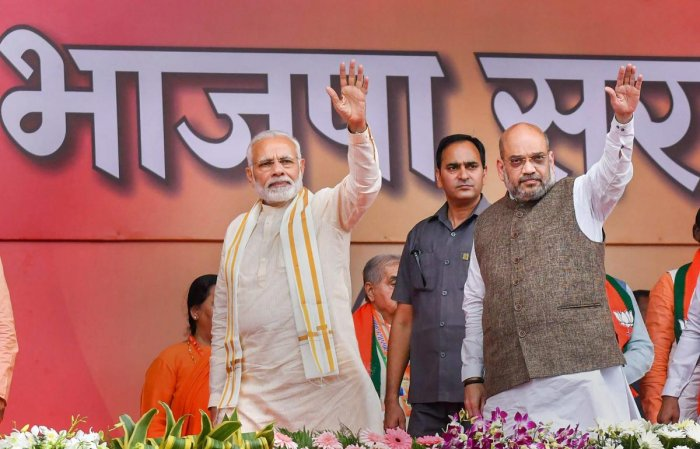 Bhopal: Prime Minister Narendra Modi and BJP National President Amit Shah (R) wave at their supporters during BJP 'Karyakarta Mahakumbh', in Bhopal, Tuesday, Sept 25, 2018. (PTI Photo) (PTI9_25_2018_000094B)