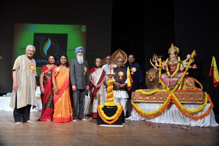 (From left)Distinguished guests H N Suresh, Vimala Mallappa, Ambika K Narayan, Chiranjeev Singh, Bhargavi Narayan, Suresh Hari , Doddarange Gowda and Rotarian Manoj Agarwal at Chowdiah Memorial Hall on Tuesday.