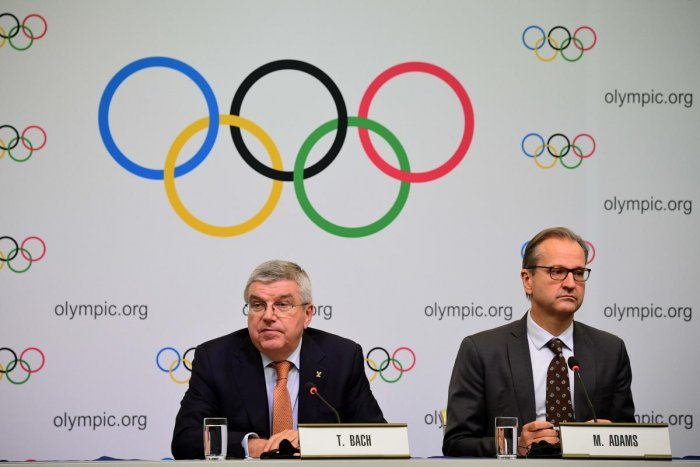 International Olympic Committee (IOC) president Thomas Bach (L) and IOC spokesperson Mark Adams (R) attend a press conference in Tokyo on December 1, 2018. (Photo by Martin BUREAU / AFP)