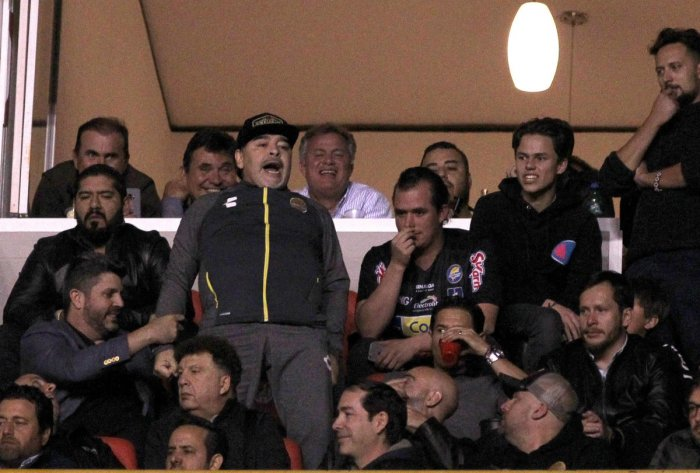 COMING SO CLOSE: Dorados' coach Diego Maradona (centre) reacts during the second leg match of the final against Atletico San Luis on Sunday. AFP