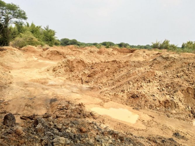 Based on news reports about illegal extraction and transportation of sand from the lake, the Lokayukta has initiated an enquiry and has issued notices to the officials concerned, including the superintendent of police, Bengaluru Rural, for immediate action against those indulging in sand extraction.