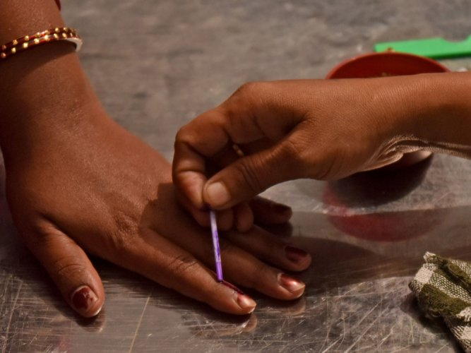 The monopoly enjoyed by the indelible ink, manufactured by the Mysuru-based Mysuru Paints and Varnish Limited (MPVL), may face challenges in future, according to the talks held during the 27th national-level State Election Commissioners Conference. (DH File Photo)