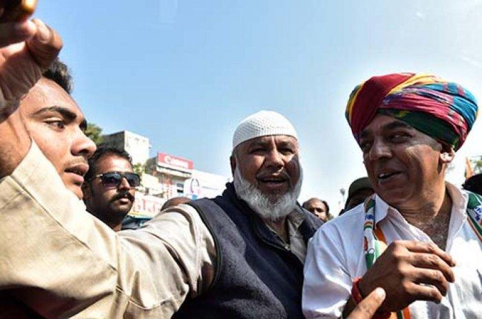 Manvendra Singh at an election rally in Jhalrapatan. DH PHOTO/Suman Sarkar