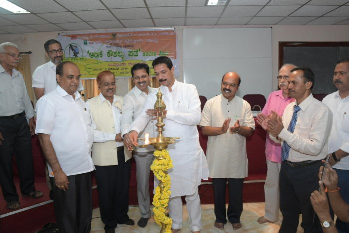 MP Nalin Kumar Kateel inaugurates a training for arecanut tree climbers — Adike Kaushalya pade—organised jointly by the Campco, ICAR-CPCRI and University of Agricultural and Horticultural Sciences, Shivamogga, at CPCRI Regional Station at Vittal on Wednesday.