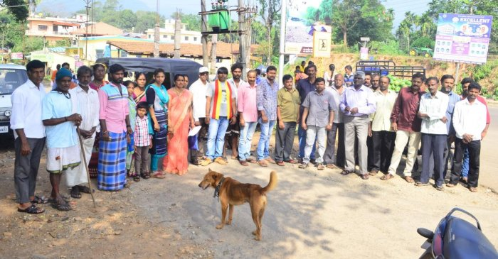 People stage a protest against the pothole-ridden Kalasa-Kalakodu Road at Mahaveera Circle on Sunday.