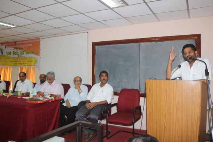 SCDCC Bank chairman M N Rajendra Kumar speaks at the valedictory of the training for arecanut tree climbers — Adike Kaushalya Pade—organised jointly by Campco, ICAR-CPCRI and the University of Agricultural and Horticultural Sciences, Shivamogga, at CPCRI regional station at Vittal on Sunday.