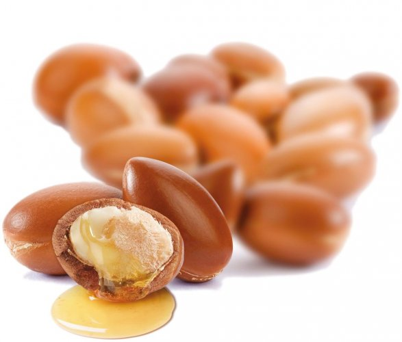 Argan oil ensures that your lips stay plump, soft and supple.