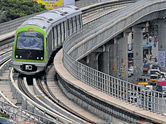 Footpaths near all metro stations are set for a Rs 81.2-crore makeover. The Bruhat Bengaluru Mahanagara Palike (BBMP) invited tenders to this effect on Tuesday.  DH file photo