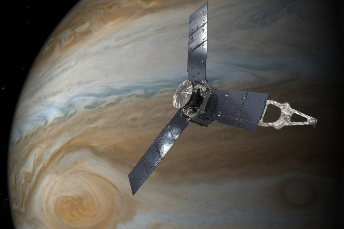 On December 21, the Juno spacecraft will be 5,053 kilometers above Jupiter's cloud tops and hurtling by at speed of 207,287 kilometers per hour. (Source: Twitter/Juno)
