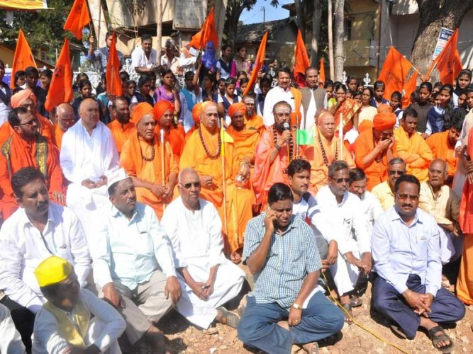 The Union government has rejected the recommendation of the Karnataka government to grant religious minority status to the Lingayat and Veerashaiva community. DH file photo