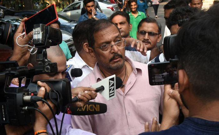Indian Bollywood actor Nana Patekar is mobbed by the media as he leaves after making a statement outside his home in Mumbai. (AFP photo)