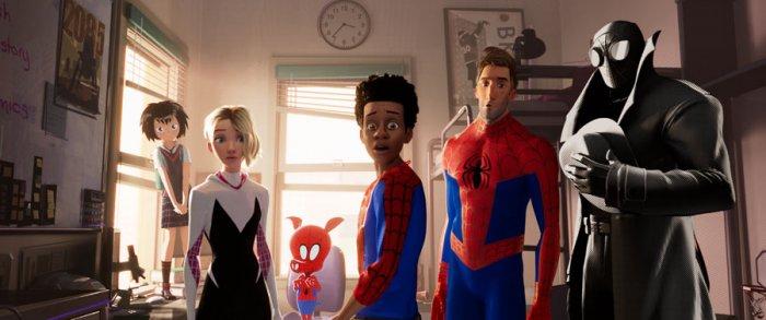 Peni (Kimiko Glen), Spider-Gwen (Hailee Steinfeld), Spider-Ham (John Mulaney), Miles Morales (Shameik Moore), Peter Parker (Jake Johnson), Spider-Man Noir (Nicolas Cage) in 'Spider-Man: Into the Spider-Verse'. Credit: Sony Pictures Animation © 2018 CTMG, Inc.