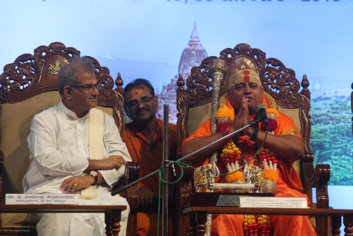 Gurajat Dwaraka Suryapeetha seer Suryacharya Sri Krishnadevanandagiri Maharaj speaks at the 86th session of ' Sarvadharma Sammelana', at Amrithavarshini Sabha Bhavana of Sri Kshetra Dharmasthala, on the occasion of Lakshadeepothsava celebrations on Wednesday.