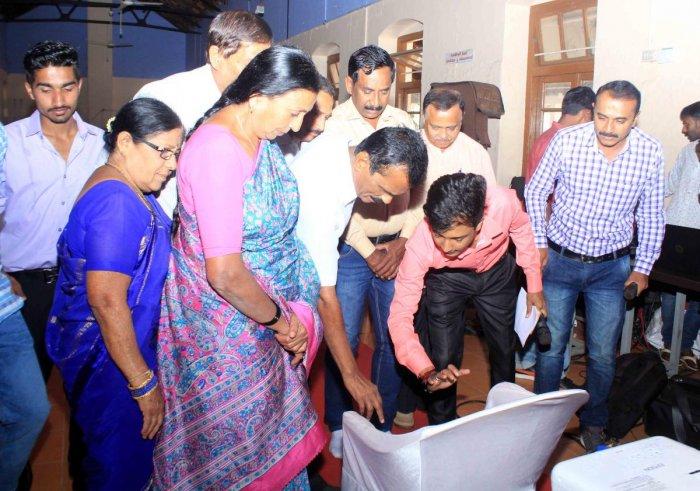 Karnataka Arebhashe Samskrithi Mathu Sahitya Academy president P C Jayaram releases the short film 'Nentathi Goode'.