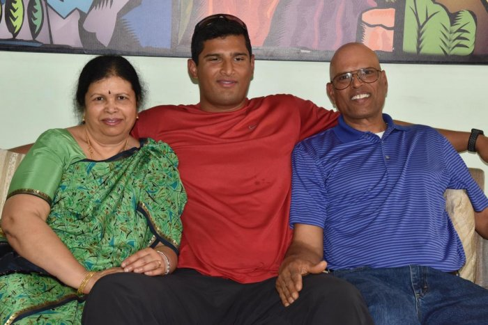 Vikas Gowda with his parents Vijayalakshmi (left) and Shive Gowda. DH PHOTO