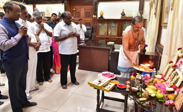 Chief Minister H D Kumaraswamy, Minister Puttaraju and others attend a puja at his chamber at the Vidhana Soudha in Bengaluru on Thursday. dh photo