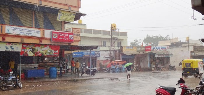 Byadgi received intermittent rain on Sunday. DH Photo