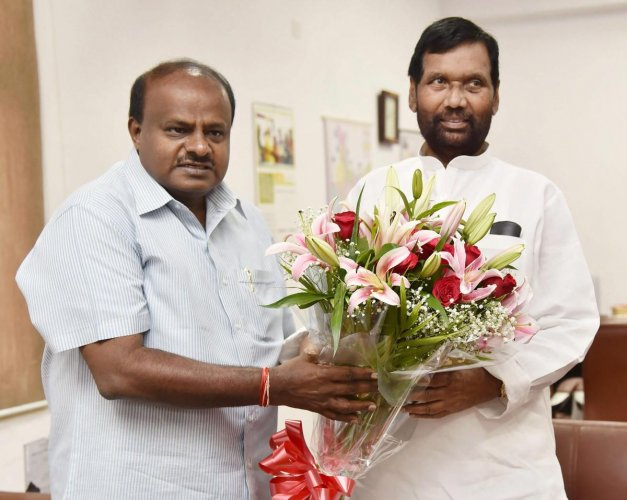 Karnataka Chief Minister HD Kumaraswamy meets the Union Minister for Consumer Affairs, Food and Public Distribution, Ram Vilas Paswan, in New Delhi, Saturday, Oct 6, 2018. (PIB Photo via PTI)