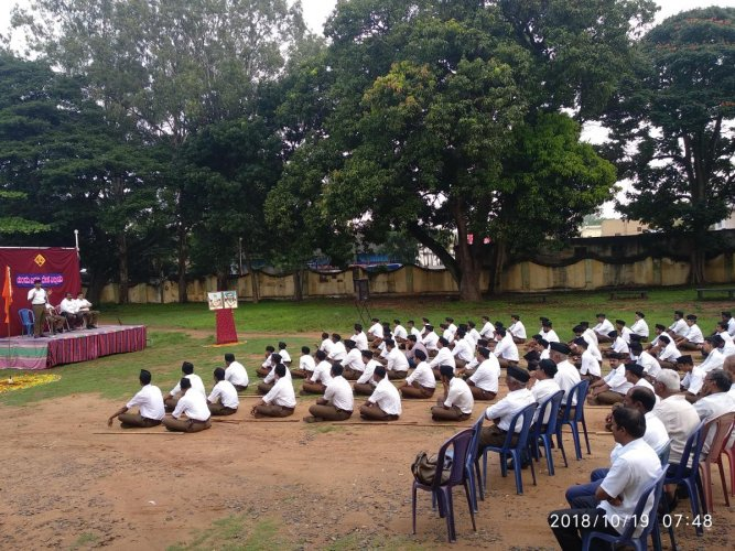 RSS volunteers take part in the Bauddhik held as part of Vijayadashami, at Vani Vilas College, in Nazarbad, Mysuru