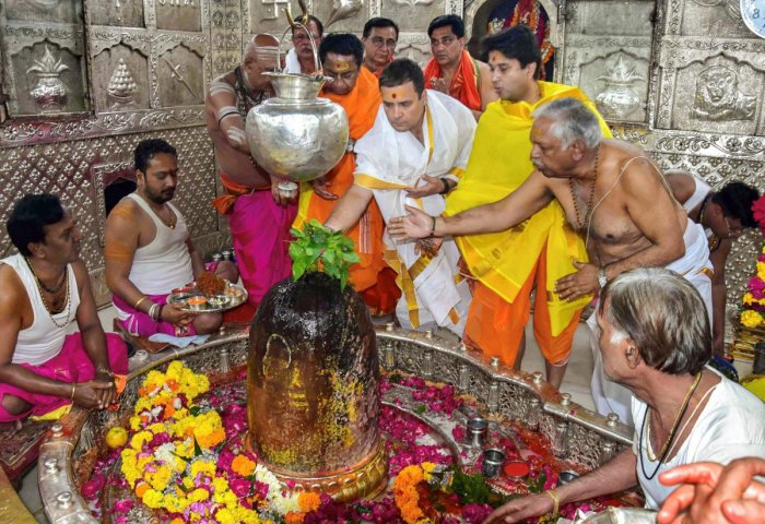 Congress President Rahul Gandhi offer prayers with MP Congress chief Kamal Nath and party's state campaign committee chairman Jyotiraditya Scindia at Mahakaleshwar temple during his two-day tour to Malwa-Nimar region, in Ujjain, Monday, Oct 29, 2018. (PTI
