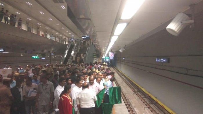 Chief Minister H D Kumaraswamy flags off a six car metro rail at Vidhana Soudha station, on Thursday. (DH Photo)