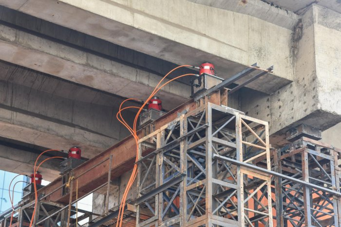 Hydraulic jacks support a faulty pillar near Trinity Metro station in Bengaluru. Photo by S K Dinesh
