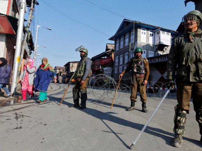 Reports said that the militants raided the police post at former Congress leader Mohammad Shafi Banday's house at Bunbazar, Shopian and decamped with four Insas rifles. Reuters file photo for representation.