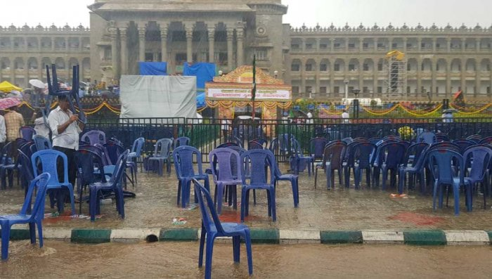 A heavy downpour could dampen H D Kumaraswamy's oath-taking as chief minister, an event that has drawn the nation's attention. DH photo