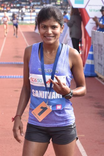 Sanjivani Jadhav showing victory sign after finish the Indian Elite Women10K run, organised by Procam International Private Limited at Kanteerava Stadium in Bengaluru on Sunday. Photo by S K Dinesh